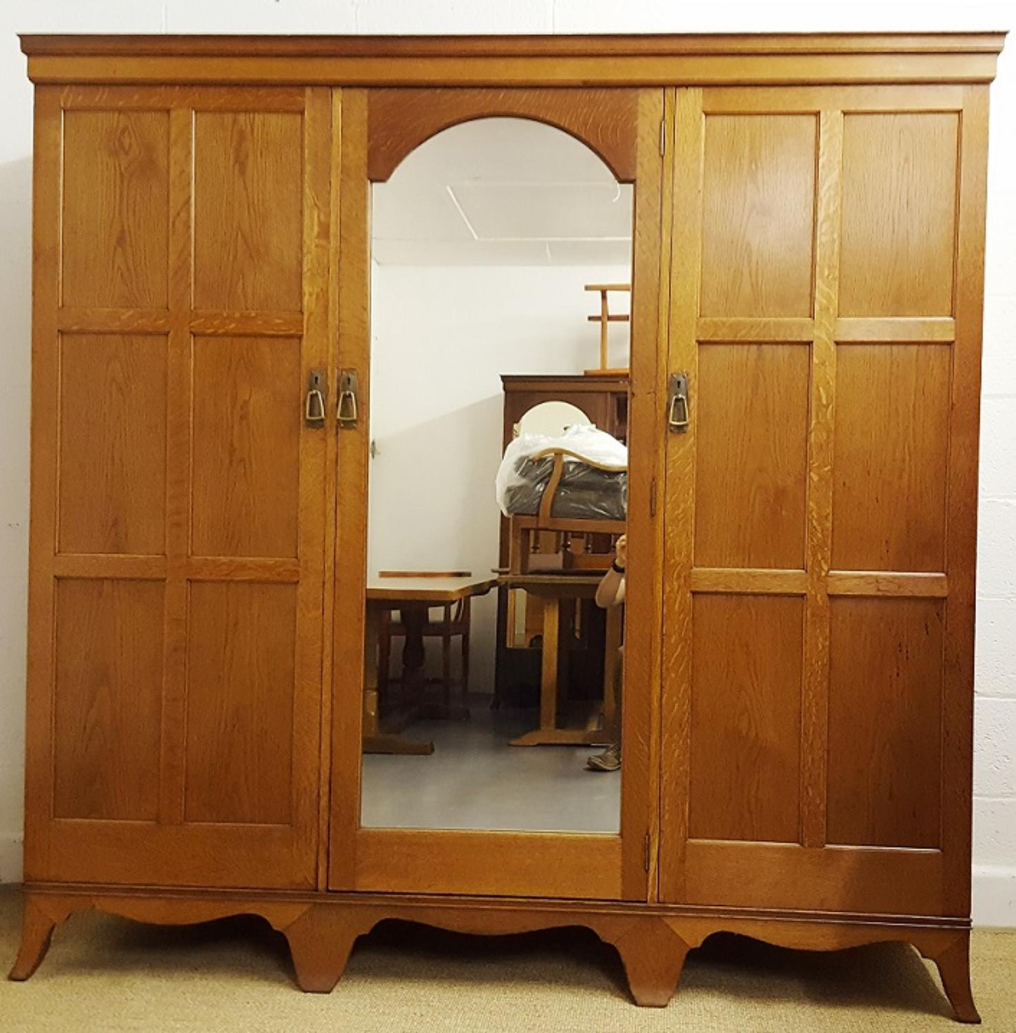 HEALS ARTS AND CRAFTS 'YEWDEN' OAK WARDROBE C1904